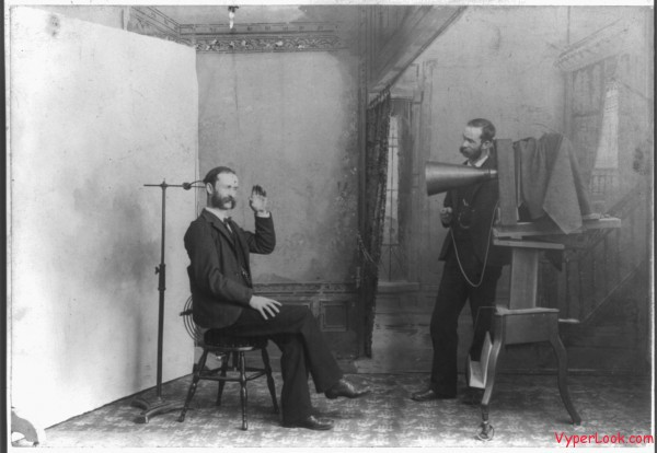 Photographer studio 1893 600x414 Oldest Historical Photographs in the World Pictures Seen on www.VyperLook.com