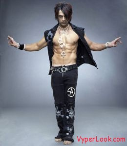 1527716 f260 Criss Angel Revealed Walk On Water In Shorts Pictures Seen on www.VyperLook.com