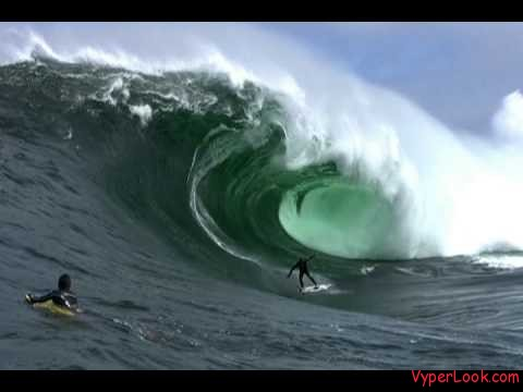 biggest wave Surf the Biggest Wave Giant 64 Foot Wave Pictures Seen on www.VyperLook.com