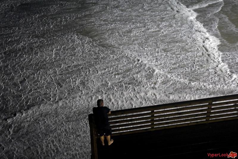 weakened-earl-hits-us-north-with-wind-rain-surf-