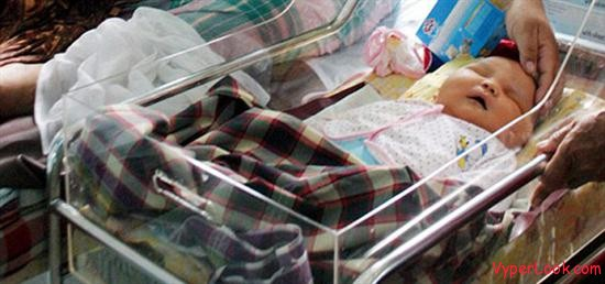 indonsian heaviest baby1 World's Biggest Heaviest Baby Ever Born as seen on CoolWeirdo.com