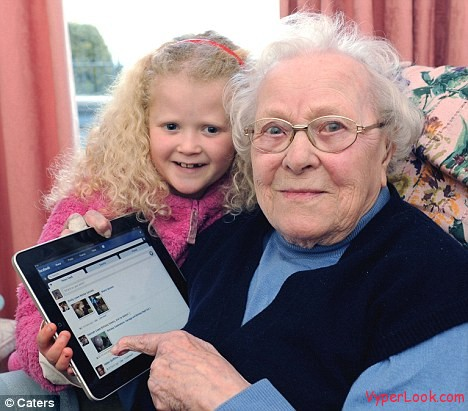 Lillian Lowe  The World's Oldest Facebook User (3)