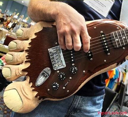 big-foot-guitar_thumb[2]