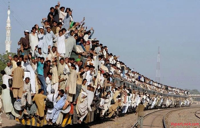 indian-commuter-train