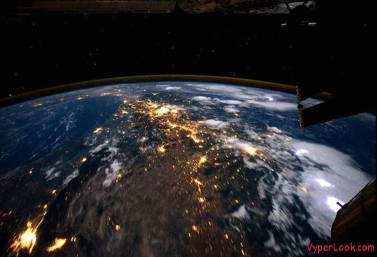 ISS Flying Over Planet Earth Amazing Video: Flying Over The Earth  Pictures Seen on www.VyperLook.com