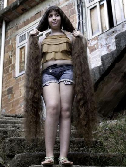 Natasha Moraes de Andrade 4 12 Year Old Girl With Longest Hair: 5 Feet 2 Inches Long as seen on CoolWeirdo.com
