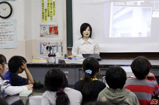 Saya the Teacher Robot 1