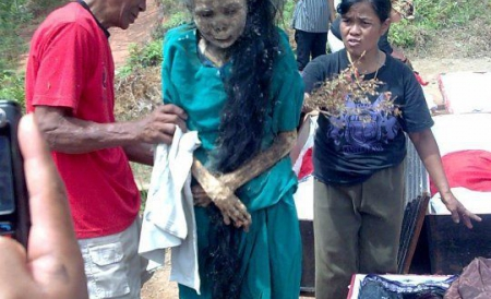 Zombie woman indonesia 1