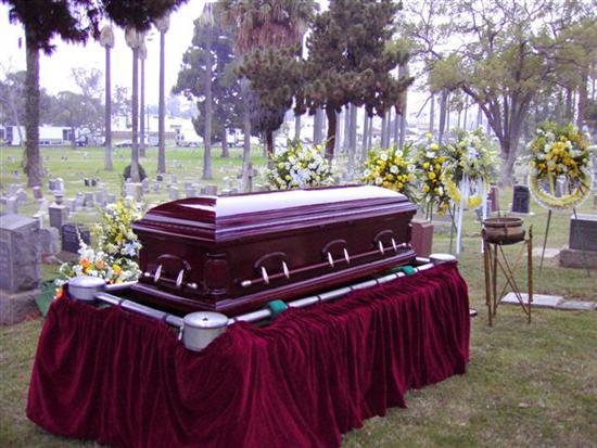 casket-at-funeral