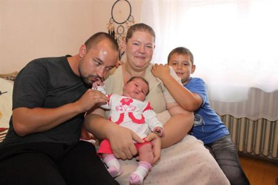 Huge 14 Pound Baby Born In Hungary 5