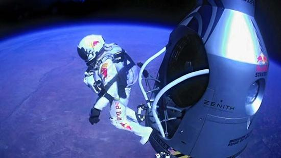 Felix Baumgartner Breaks Sound Barrier