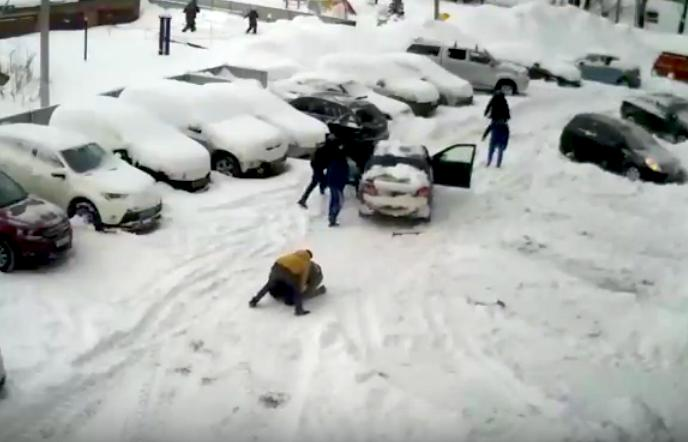 snow clearing fight in russi