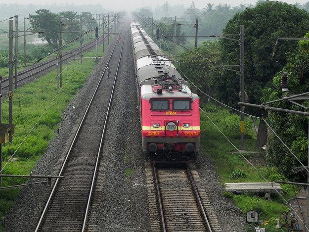 21 years old man died after selfie on train