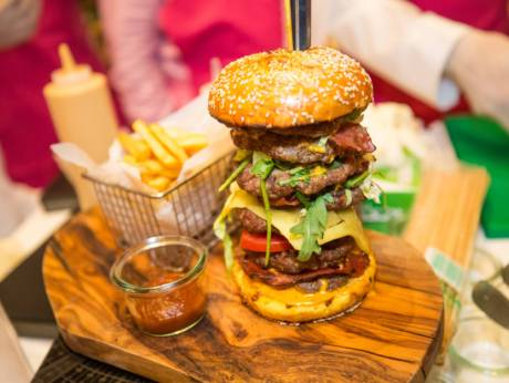 the most expensive burger in the world sold for 10000