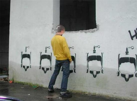 106688Cool Toilets 3