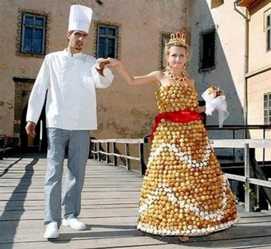 212421weird wedding dress 4