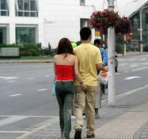 367797Funny Behavior of Couples In The Street 008