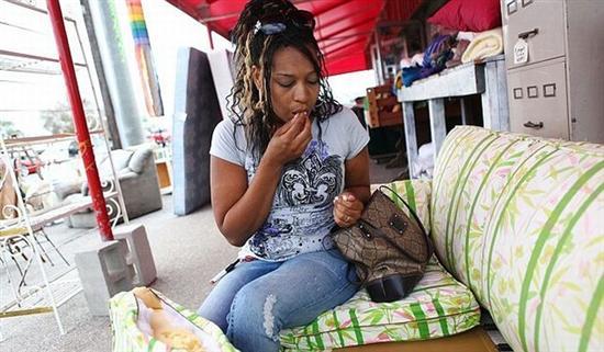 533248woman eats sofa 3