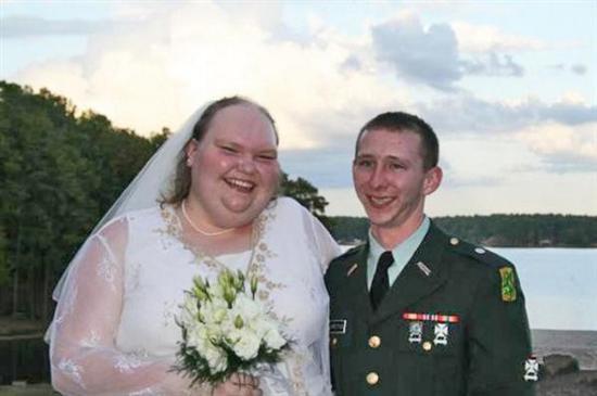 665048bizarre weddings 02