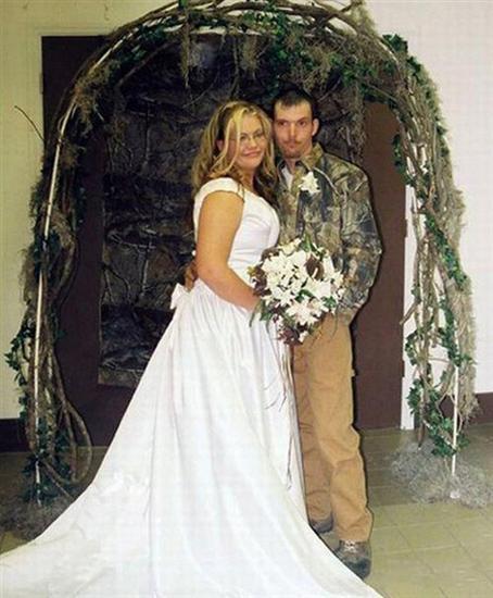 665048bizarre weddings 03