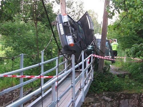8180501143 unusual car accidents 019 big