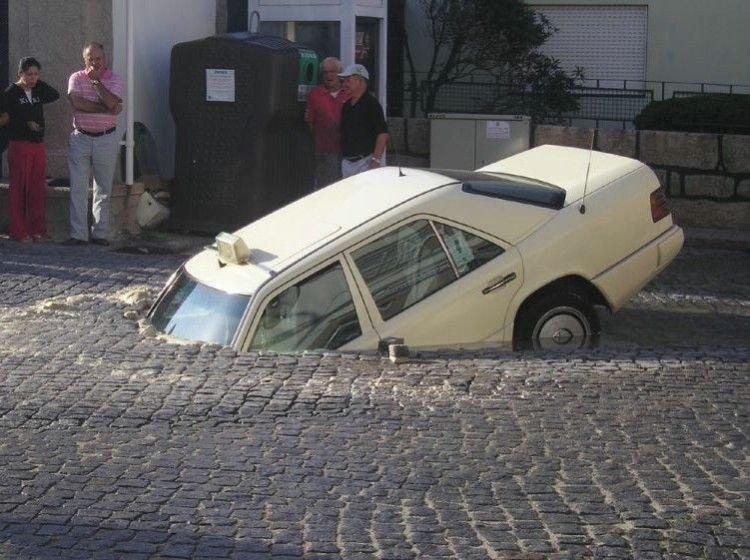 818050Unusual car Accident