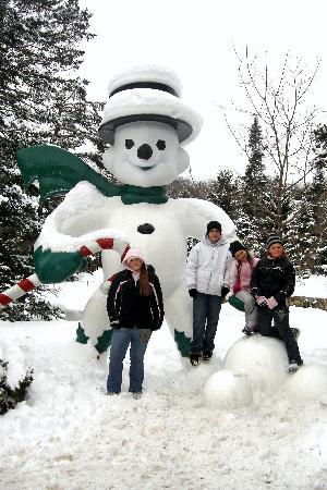 899948huge snowman