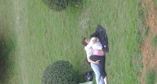 944033Funny Behavior of Couples In The Street 011